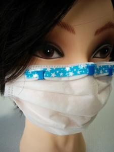 マスクを付けている女性のマネキン